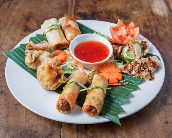 assiette degustation pour deux lumpia siomay goreng siomay vapeur martabak entree indonesienne