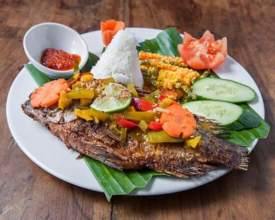 ikan goreng rica rica plat indonesien