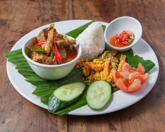 nasi rendang plat indonesien